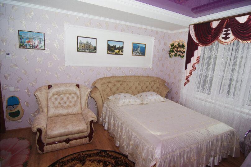 Трехместный номер «Комфорт 2» без балкона , улица Саранчева, 36, Алушта - Фотография 1