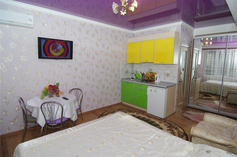 Трехместный номер «Комфорт 2» без балкона , улица Саранчева, 36, Алушта - Фотография 2