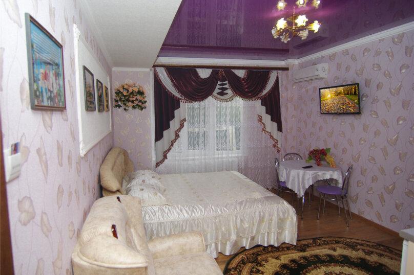 Трехместный номер «Комфорт 2» без балкона , улица Саранчева, 36, Алушта - Фотография 3