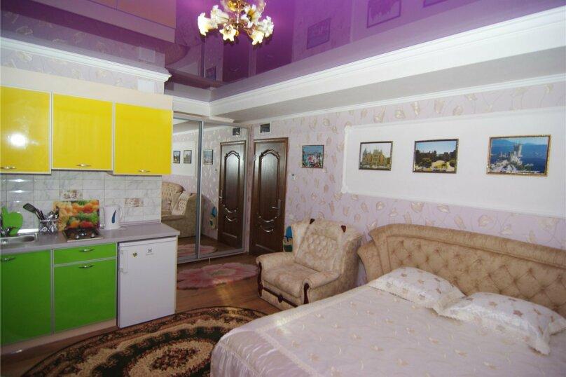 Трехместный номер «Комфорт 2» без балкона , улица Саранчева, 36, Алушта - Фотография 4