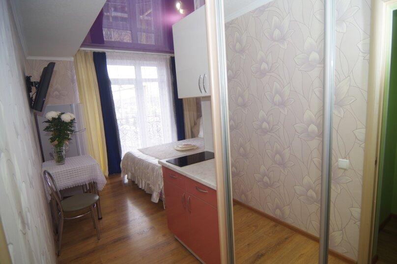 Двухместный номер Делюкс с 1 кроватью и балконом, улица Саранчева, 36, Алушта - Фотография 2