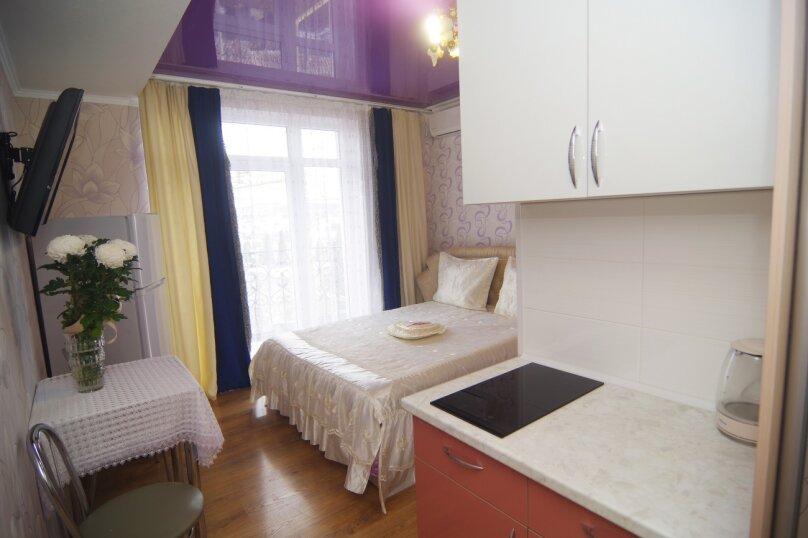 Двухместный номер Делюкс с 1 кроватью и балконом, улица Саранчева, 36, Алушта - Фотография 3