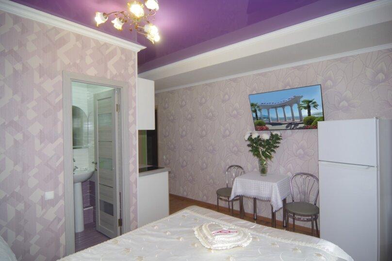 Двухместный номер Делюкс с 1 кроватью и балконом, улица Саранчева, 36, Алушта - Фотография 4