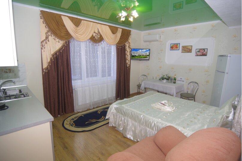 Улучшенный двухместный номер с 1 кроватью, улица Саранчева, 36, Алушта - Фотография 1