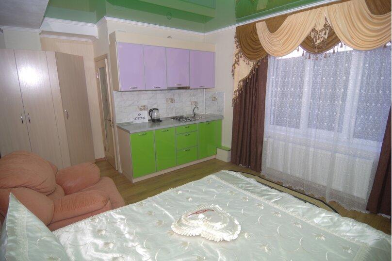 Улучшенный двухместный номер с 1 кроватью, улица Саранчева, 36, Алушта - Фотография 2