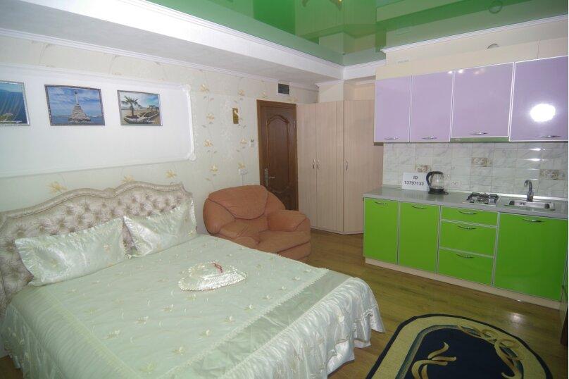 Улучшенный двухместный номер с 1 кроватью, улица Саранчева, 36, Алушта - Фотография 3