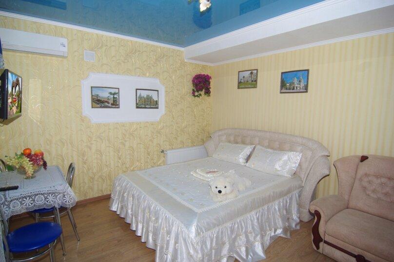Трехместный номер Делюкс, улица Саранчева, 36, Алушта - Фотография 1