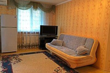 3-комн. квартира, 60 кв.м. на 6 человек, улица Карла Маркса, 11, Ялта - Фотография 1