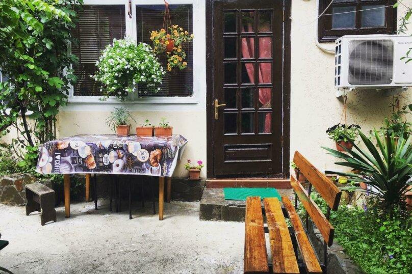 3-комн. квартира, 64 кв.м. на 7 человек, улица Войкова, 3, Ялта - Фотография 9