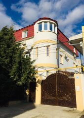 """Гостевой дом """"У Ксюши"""", ул. Юго-западная, 29 на 16 комнат - Фотография 1"""
