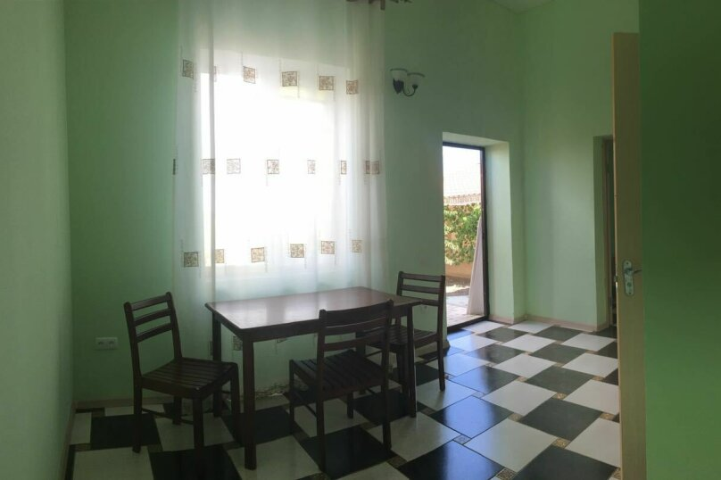 Дом, 141 кв.м. на 10 человек, 5 спален, СТ Прибой-2, ул. Виноградная, 23, Заозерное - Фотография 2