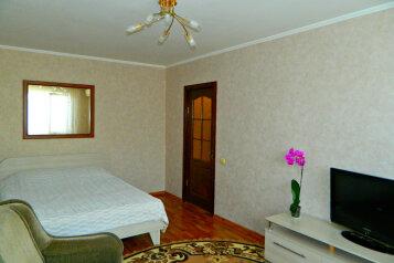 1-комн. квартира, 33 кв.м. на 3 человека, улица Меньшикова, 25, Севастополь - Фотография 1