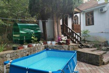 Частный дом в 200 м от моря, 88 кв.м. на 10 человек, 3 спальни, пер.Комсомольский, 1, Алушта - Фотография 1