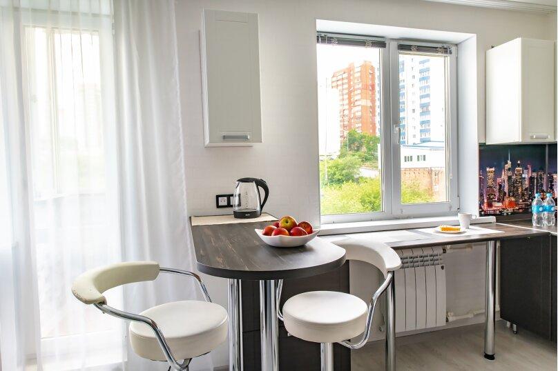 1-комн. квартира, 33 кв.м. на 4 человека, проспект Красного Знамени, 84, Владивосток - Фотография 1