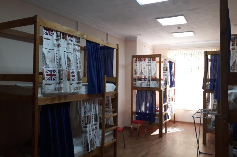 спальное место в 6 ми местном номере для мужчин, улица Чехова, 28, Ялта - Фотография 1