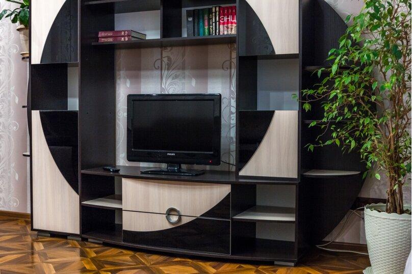 2-комн. квартира, 70 кв.м. на 4 человека, улица Базарова, 2, Волгоград - Фотография 1
