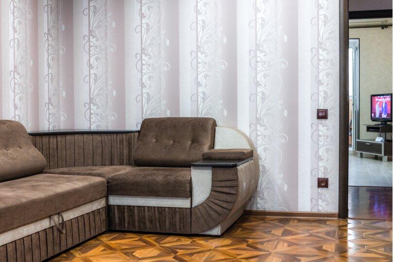 2-комн. квартира, 70 кв.м. на 4 человека, улица Базарова, 2, Волгоград - Фотография 2