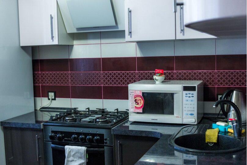 2-комн. квартира, 70 кв.м. на 4 человека, улица Базарова, 2, Волгоград - Фотография 10