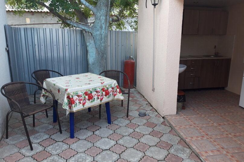 4х местный номер со своим мини двориком, кухней и кондиционером, улица Кирова, 43Б, Оленевка - Фотография 1