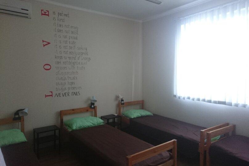 Четырехместный номер с удобствами на этаже, улица Ерошенко, 17, Севастополь - Фотография 1