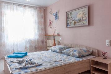 3-комн. квартира, 70 кв.м. на 7 человек, Рионская улица, 11, Волгоград - Фотография 1