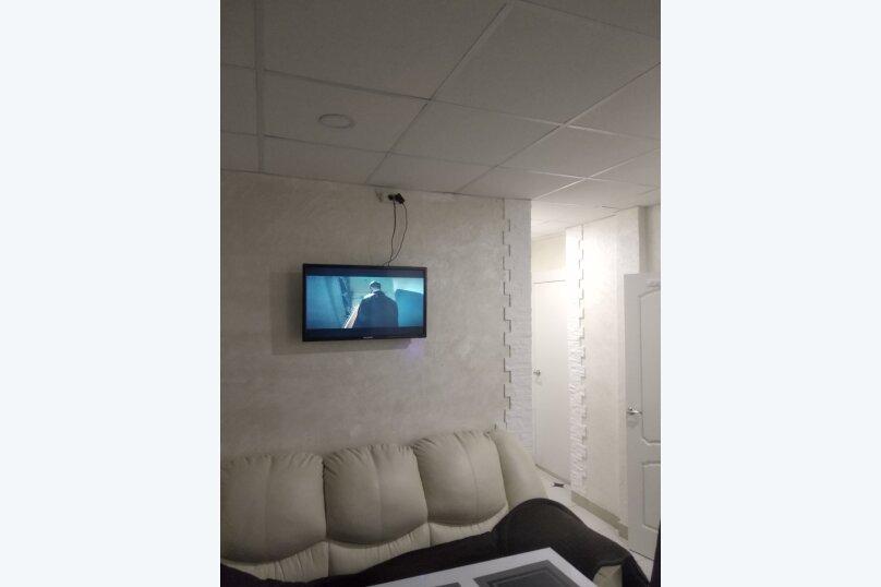 2-комн. квартира, 60 кв.м. на 5 человек, улица Белинского, 7, Санкт-Петербург - Фотография 1