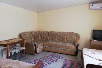 Дом, 32 кв.м. на 4 человека, 1 спальня, улица Калинина, 96, Ейск - Фотография 1