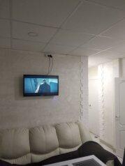 2-комн. квартира, 60 кв.м. на 6 человек, улица Белинского, 7, Санкт-Петербург - Фотография 1