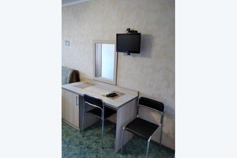 Двухместный: Комната, Стандарт, 2-местный, 1-комнатный, улица Красных Партизан, 68, Геленджик - Фотография 14