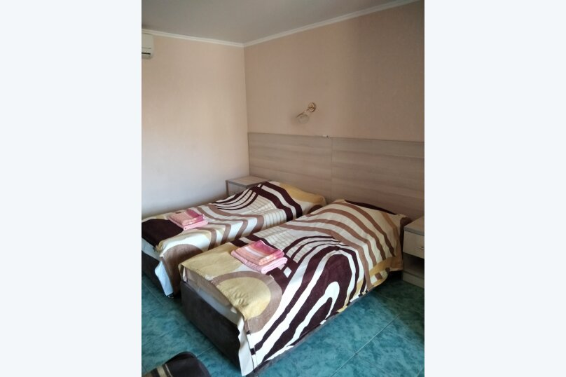 Двухместный: Комната, Стандарт, 2-местный, 1-комнатный, улица Красных Партизан, 68, Геленджик - Фотография 19