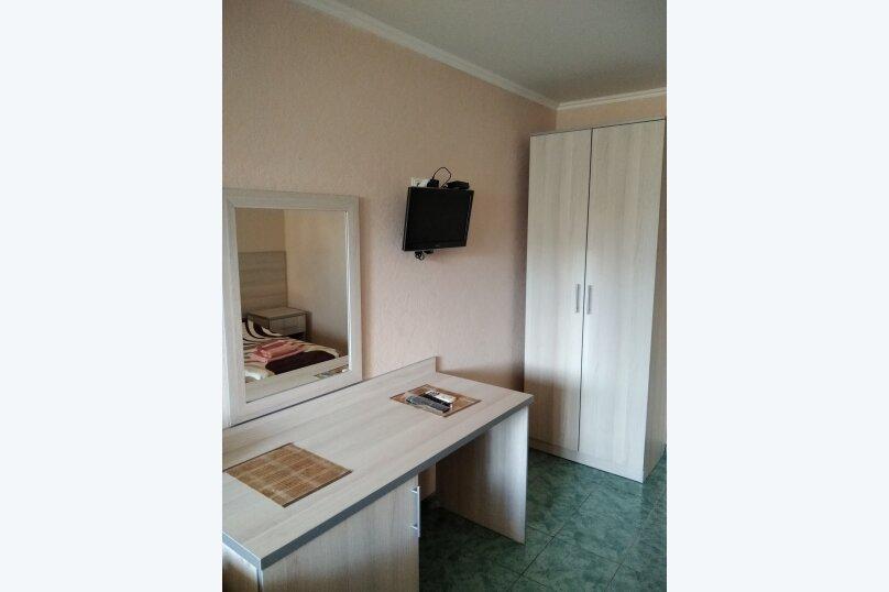 Двухместный: Комната, Стандарт, 2-местный, 1-комнатный, улица Красных Партизан, 68, Геленджик - Фотография 20