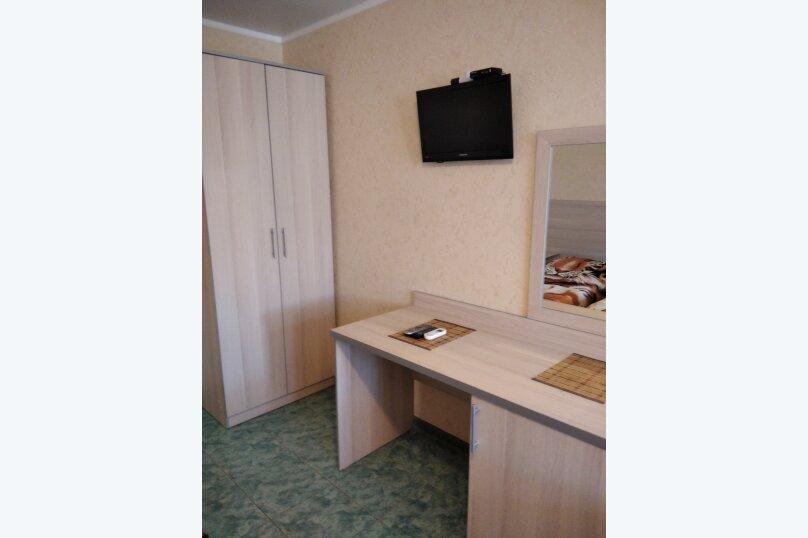 Двухместный: Комната, Стандарт, 2-местный, 1-комнатный, улица Красных Партизан, 68, Геленджик - Фотография 27