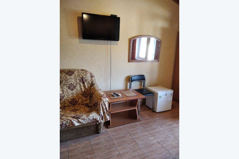 Четырехместный: Комната, Стандарт, 4-местный, 1-комнатный, улица Красных Партизан, 68, Геленджик - Фотография 16