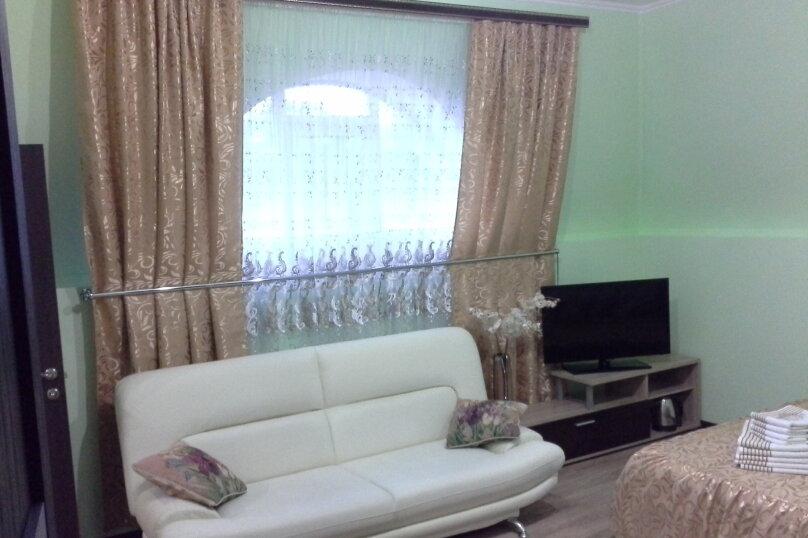 улучшенные аппартаменты, улица Нижнесадовая, 27, Ейск - Фотография 1