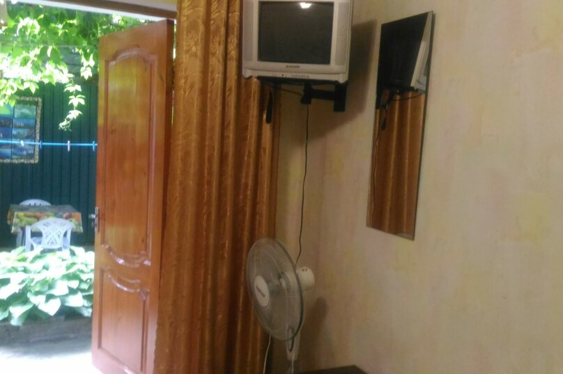 трехместный номер с кондиционером, Садовая улица, 12-А, Малореченское - Фотография 3