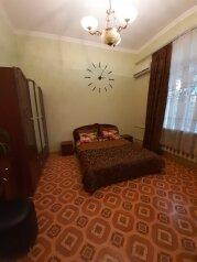 1-комн. квартира, 36 кв.м. на 3 человека, улица Карла Маркса, 5, Симферополь - Фотография 1