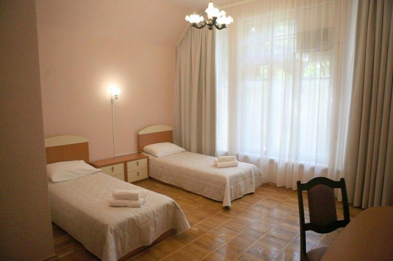 Трехместный (3 кровати) вид на дворик, Поликуровская улица, 25к8, Ялта - Фотография 1