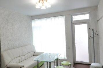 Дом, 50 кв.м. на 8 человек, 2 спальни, улица Вити Коробкова, 46/39, Евпатория - Фотография 1