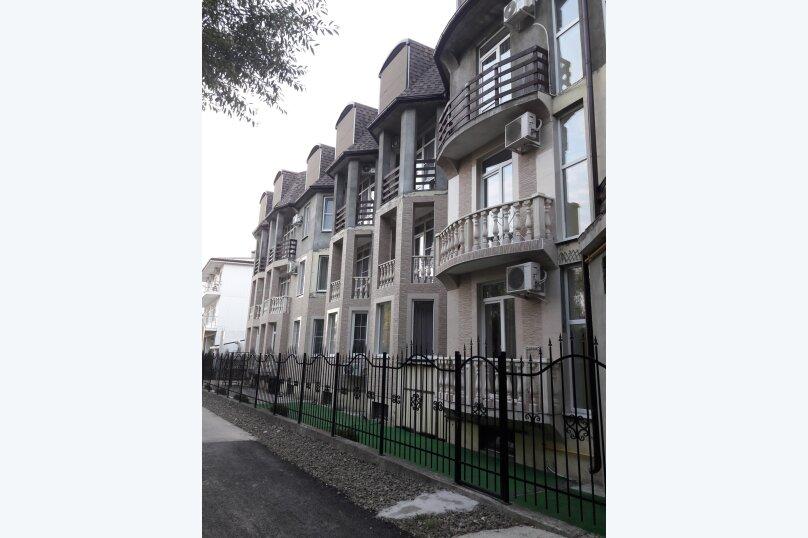 """Гостевой дом """"Grand Family"""", улица Багратиона, 4Б на 17 номеров - Фотография 1"""