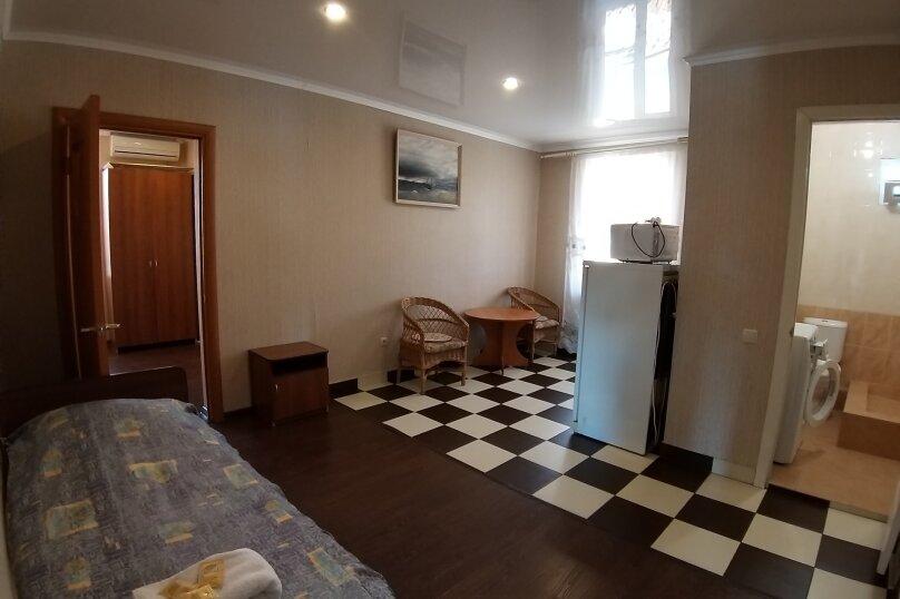 Отдельная комната, улица Чкалова, 62, Адлер - Фотография 1