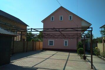 """Гостевой дом """"На Абрикосовой 235"""", Абрикосовая , 235 на 9 комнат - Фотография 1"""