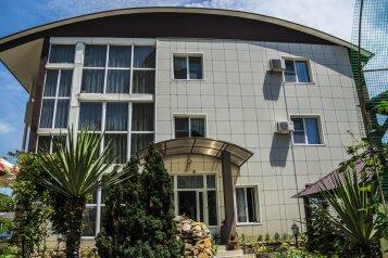 """Гостевой дом """"ЭллаДен"""", улица 1-й Микрорайон, 9 на 16 комнат - Фотография 1"""
