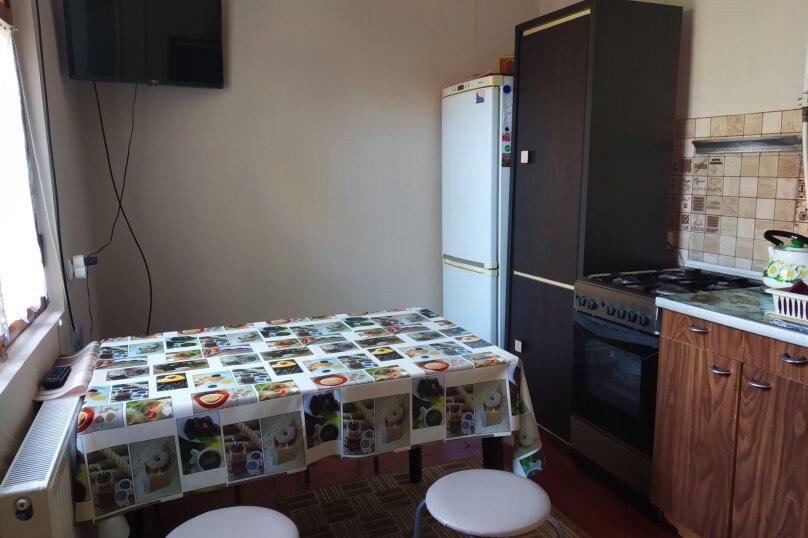 Сдается дом трех комнатный находится в историческом центре города Евпатория, 68 кв.м. на 7 человек, 3 спальни, Назаровская улица, 5А, Евпатория - Фотография 1