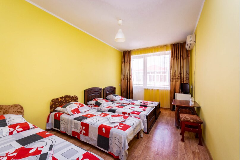 Четырёхместный номер с балконом, Приморская улица, 24, Лермонтово - Фотография 1