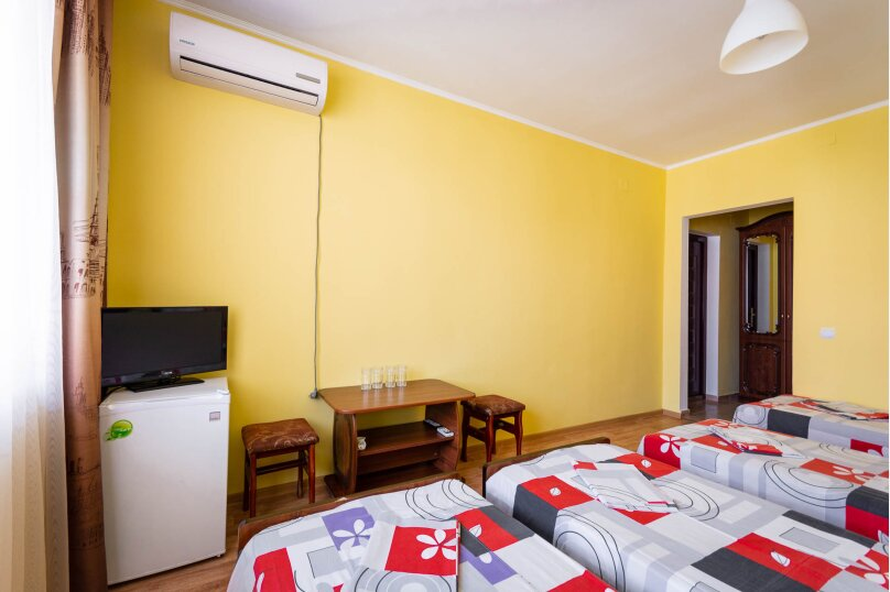 Четырёхместный номер с балконом, Приморская улица, 24, Лермонтово - Фотография 3