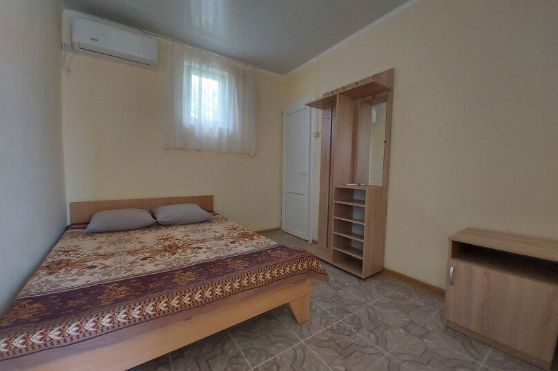 двухместный с удобствами, улица Фрунзе, 9, Черноморское - Фотография 1