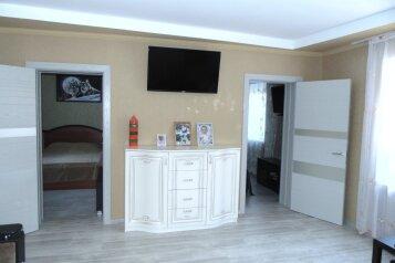 Дом, 60 кв.м. на 6 человек, 3 спальни, улица Калинина, 208, Ейск - Фотография 1