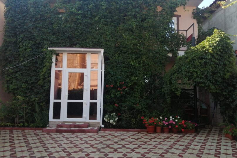 """Гостевой дом """"У  Зинура"""" , Мельников, 20 на 11 комнат - Фотография 1"""