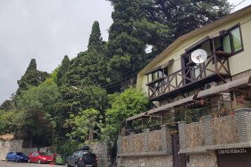 "Гостевой дом ""Лука"", улица Свердлова, 27Б на 8 комнат - Фотография 1"