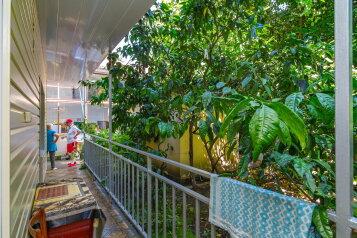 """Гостевой дом """"Альбатрос"""", улица Дзержинского, 18 на 4 комнаты - Фотография 1"""